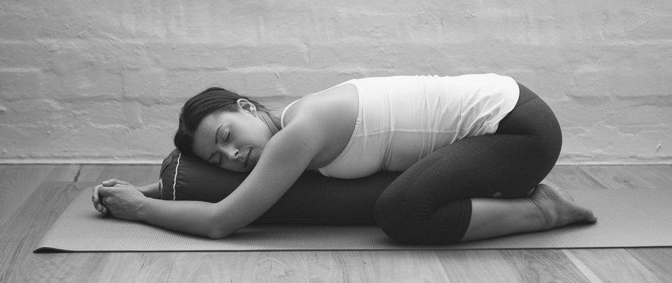 Afbeeldingsresultaat voor yin yoga images