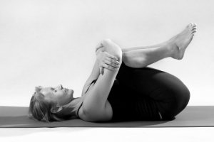 bed yoga - knees